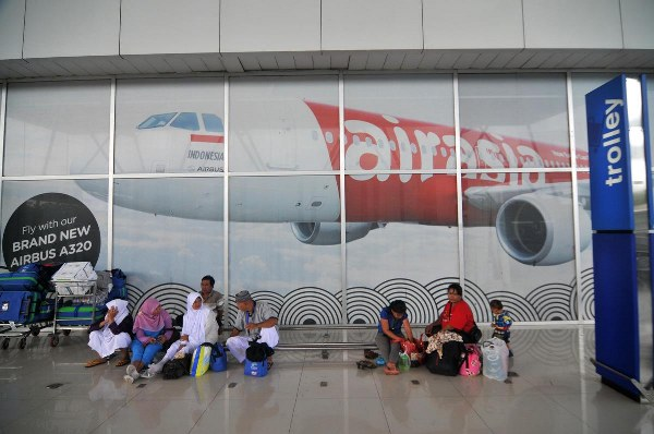 Indonesia says missing AirAsia plane could be at 'bottom of sea'