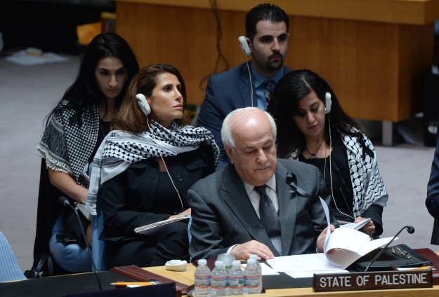 Palestinians deliver to U.N. documents to join war crimes court
