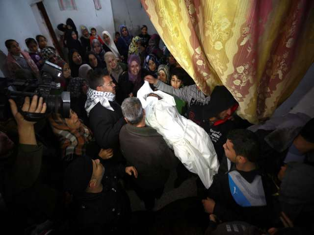 Gaza family blames electricity crisis for 2 boys' death