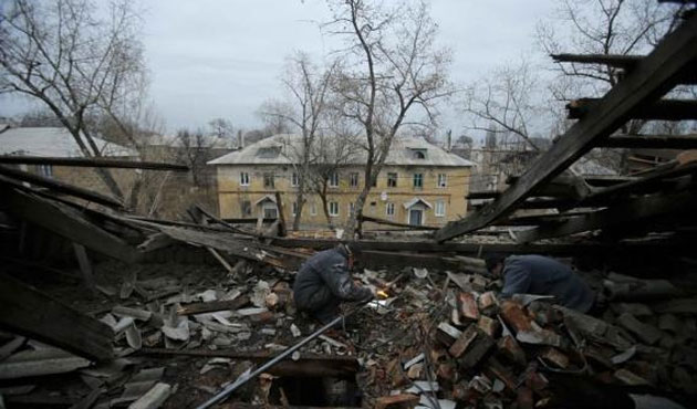 Eight civilians killed in shelling of Ukraine trolleybus-UPDATED
