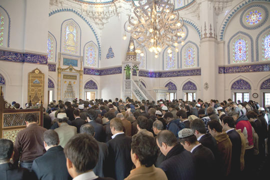 Japanese Muslims pray for release of ISIL hostage