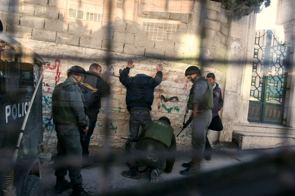 Israel detains 11 Palestinians in W. Bank