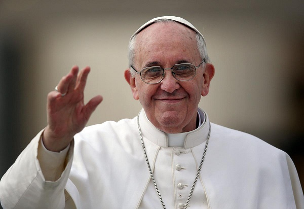 Pope's Christmas message: peace, refugees, terrorism