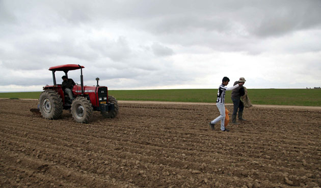 Australia tightens rules over foreign buying of agricultural land