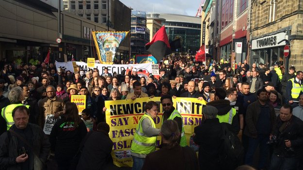 Low turnout in PEGIDA's first march in England