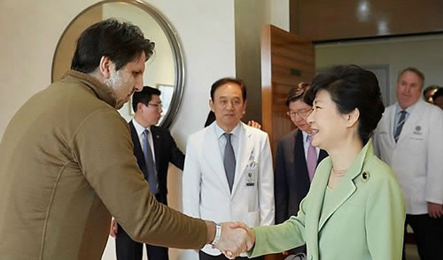 S.Korean president visits to recovering US envoy