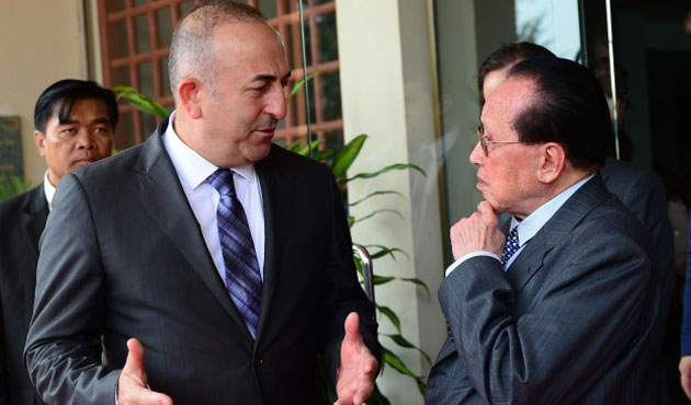 Turkish FM meets Cambodian counterpart