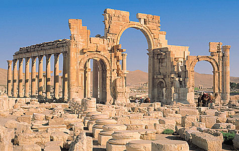 Syria reclaims 120 looted antiquities from Palmyra ruins