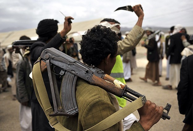3 protesters injured by Houthi gunfire in Taiz