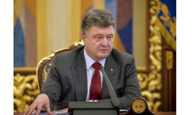 Poroshenko offers decentralization referendum