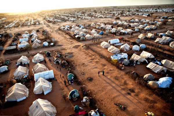 Kenya to close world's largest refugee camp by Nov.