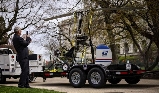 Small helicopter lands on U.S. Capitol grounds