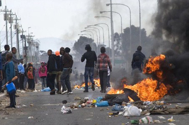 S. Africa xenophobia: anti-immigrant riots turn deadly