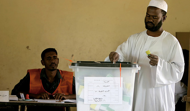 Sudan extended the polls 1 day, 1 candidate withdraws