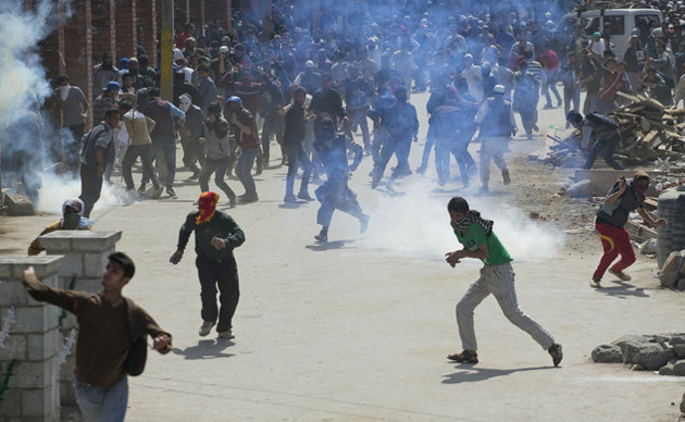 Violent clashes in Kashmir over arrest of leaders