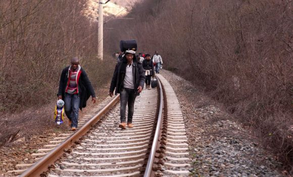 Fourteen refugees killed by train in Macedonia