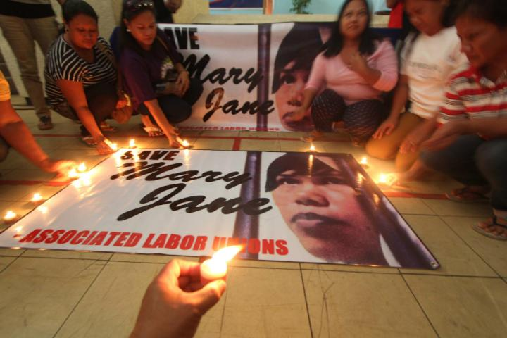 Suspected recruiter of Filipina on death row surrenders