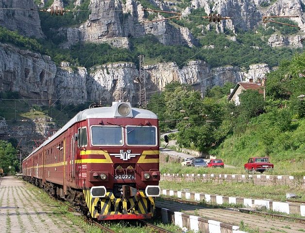 Amid protests, Bulgaria aims to bring trains up to speed