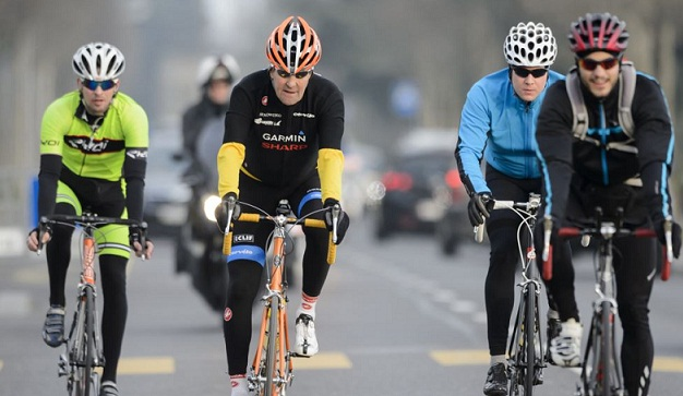 Kerry breaks leg in cycling accident, cancels visits