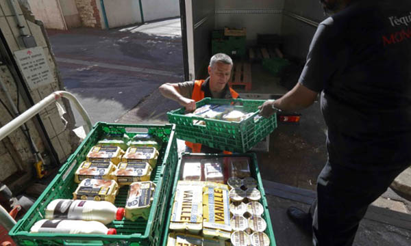 Tesco to offer unsold food to British charities