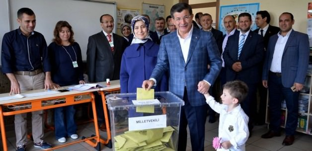 PM, party leaders vote in Turkish general election