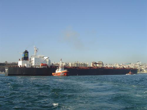 Liberia-flagged oil tanker runs aground in Istanbul