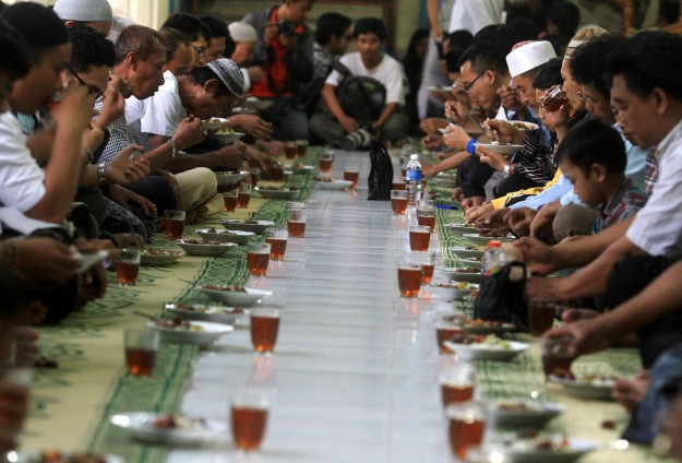 Kashmir set to break record for longest iftar spread
