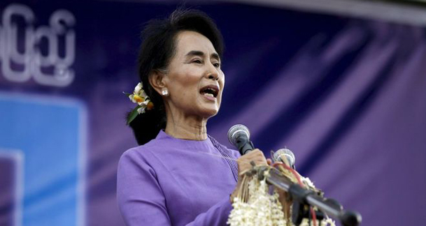 Myanmar's Suu Kyi says observers can visit conflict zone