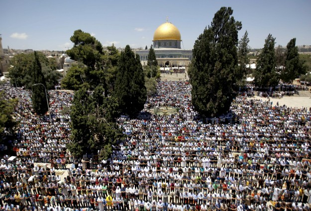 The most crowded Friday prayer in Al-Aqsa in years