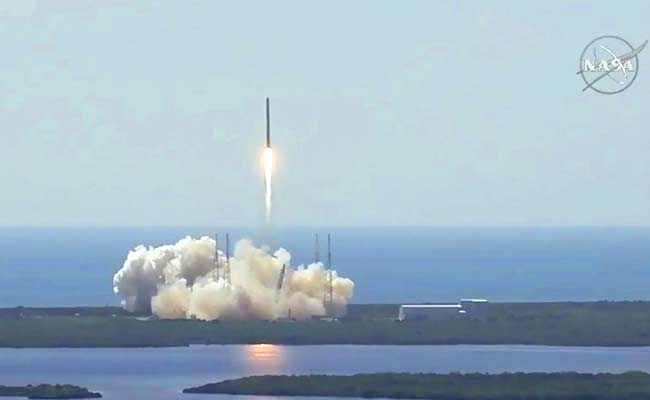SpaceX Falcon explodes after Florida liftoff