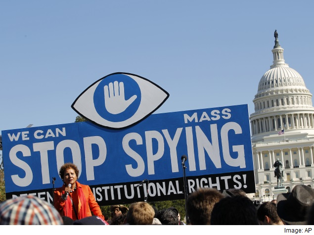 US court rules NSA can temporarily resume phone data