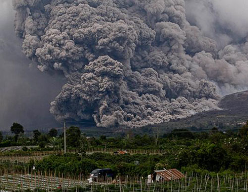 Indonesia again closes airports as volcano blows