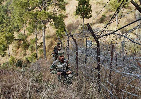 Indian soldires fire on Pakistan border in Kashmir