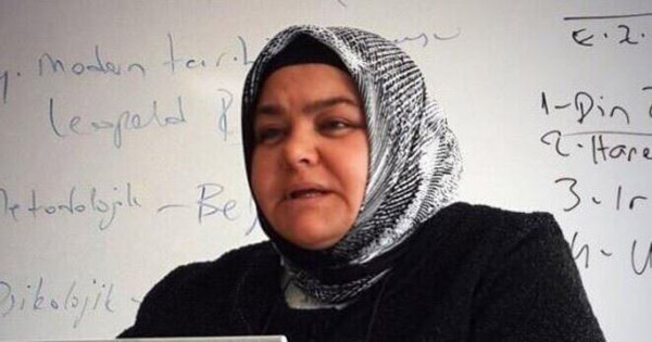 First headscarf-wearing woman named minister in Turkey