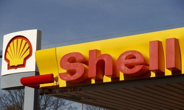 Nigeria signs oil financing deals with Shell, Chevron