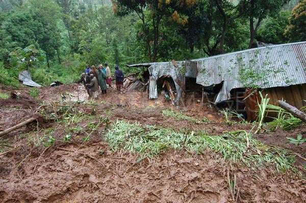 Five people buried alive in Kenyan mudslide