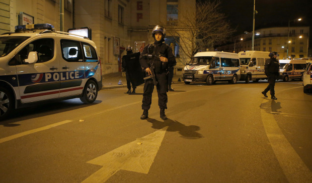 One officer killed, one wounded in Champs Elysees shooting