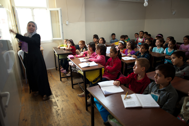 Turkey to build 10 temp 'schools' for Syrians