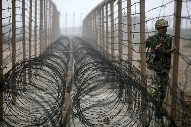 Pakistani army begins fencing border with Afghanistan
