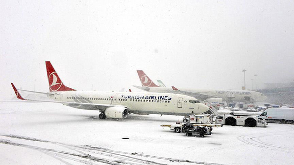 Hundreds more flights cancelled as snow blankets Istanbul