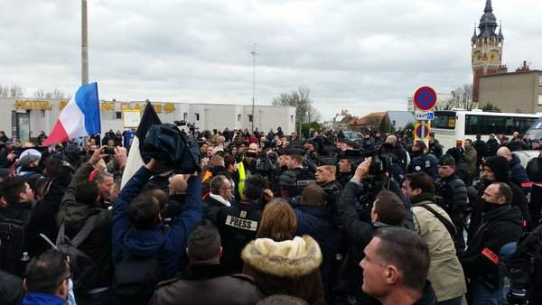 PEGIDA protesters clash with police in Calais