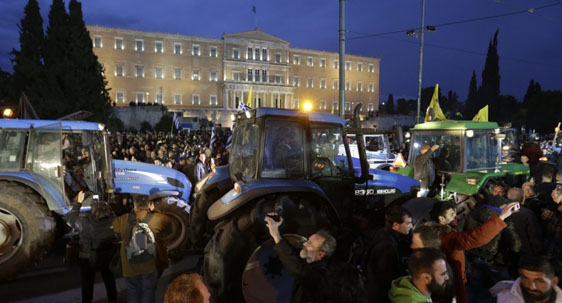 Greek farmers protests turn violent in Athens