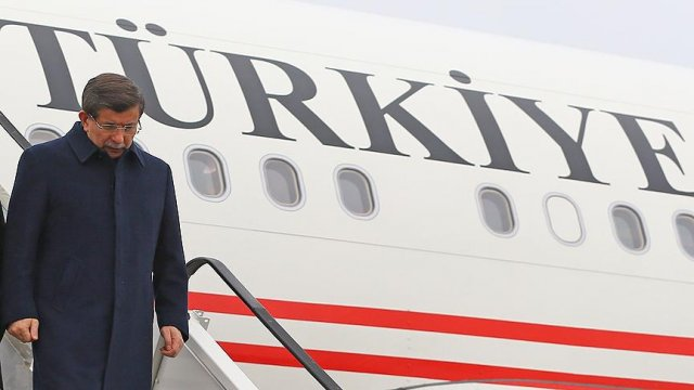 Turkey PM heads to Brussels over refugee deal