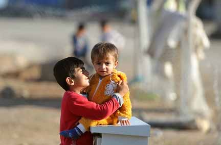 Ceasefire allows aid to trickle into Syria