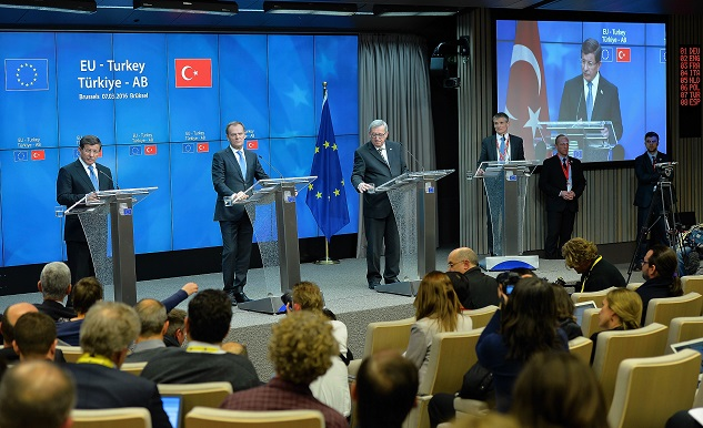Turkey insists EU refugee deal will respect int'l law