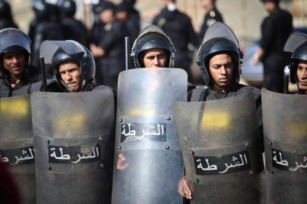 Egypt police disperse protest against Saudi island deal