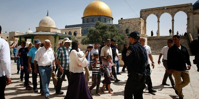 Scores of settlers storm Al-Aqsa for Jewish holiday