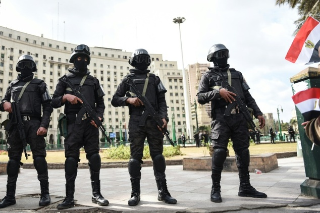 Roadside bomb kills policeman south of Cairo