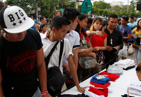 Filipinos flock to voting booths to elect new president