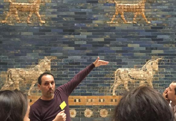 Refugees-as-guides a hit at Berlin's museums